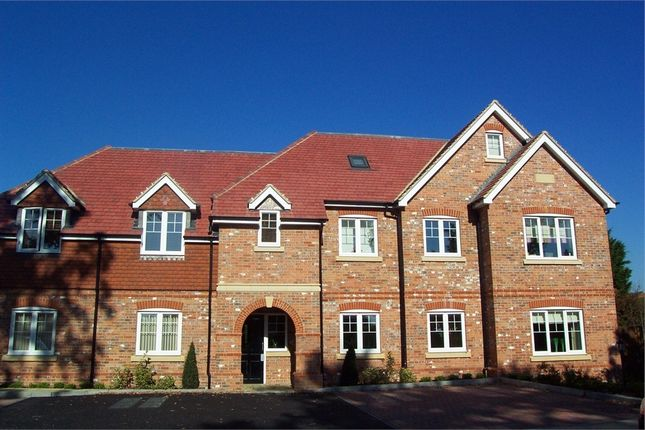 Thumbnail Flat to rent in Hillcrest, Forest Road, Binfield, Berkshire