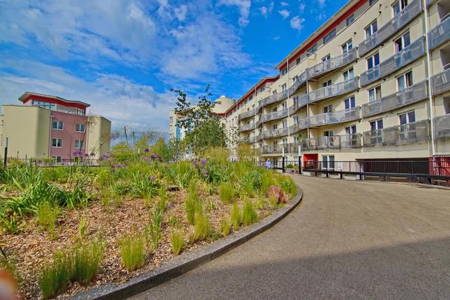 Thumbnail Flat to rent in The Crescent, Hannover Quay, Harbourside