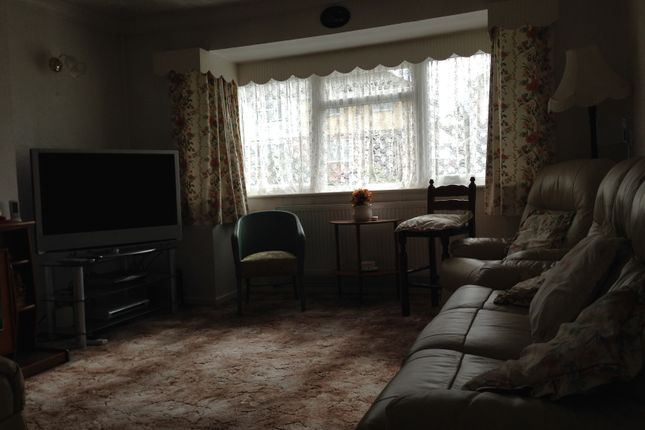 Thumbnail Semi-detached bungalow to rent in Staveley Road, Luton
