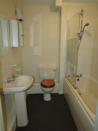 Bathroom of Villiers House, Sandy Lane, Coventry CV1