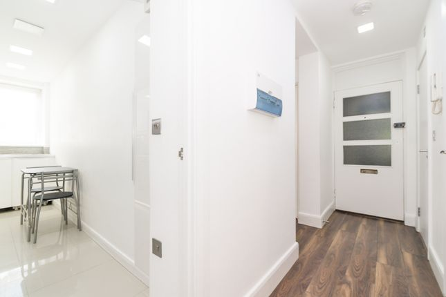 Hallway of Penfold Street, Marylebone, Central London NW8