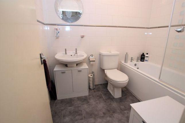 Bathroom of Manse Road, Motherwell ML1