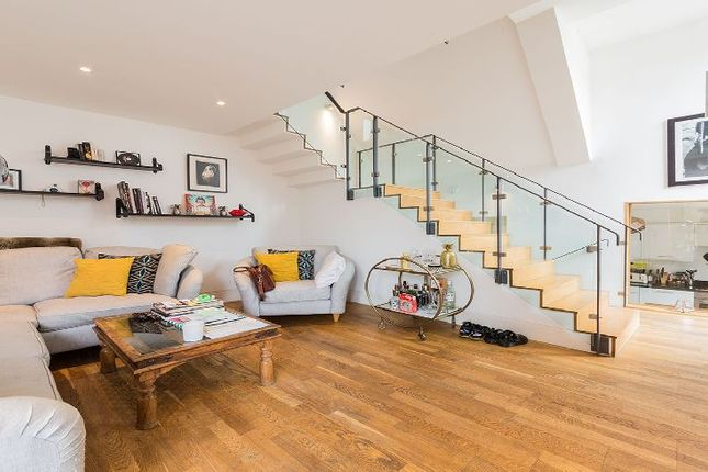 Thumbnail Property to rent in Camden Mews, London