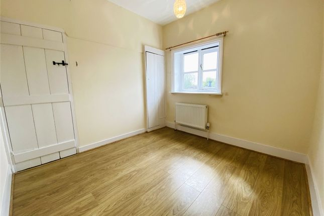 Picture No. 14 of Ramblers Cottage, Bucks Hill, Kings Langley, Hertfordshire WD4