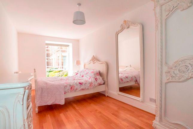 Flat to rent in Princess Park Manor, Royal Drive, London