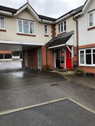 2 bed flat to rent in Lawnwood Drive, Goldthorpe, Rotherham S63