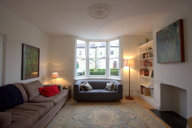 3 bed terraced house to rent in Torrens Road, London