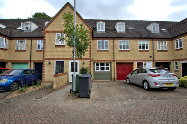 Thumbnail Terraced house to rent in Limetree Close, Cambridge
