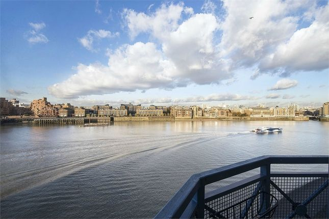 Thumbnail Flat to rent in Windsor Court, Rotherhithe Street, London