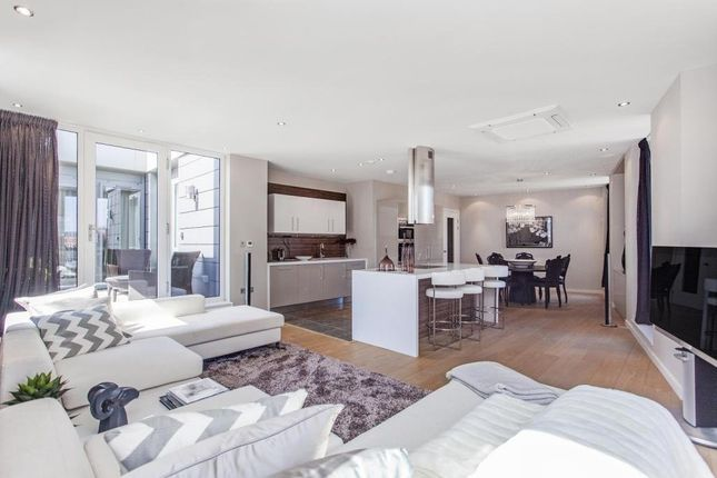 Thumbnail Flat for sale in 1 Palace Place, London