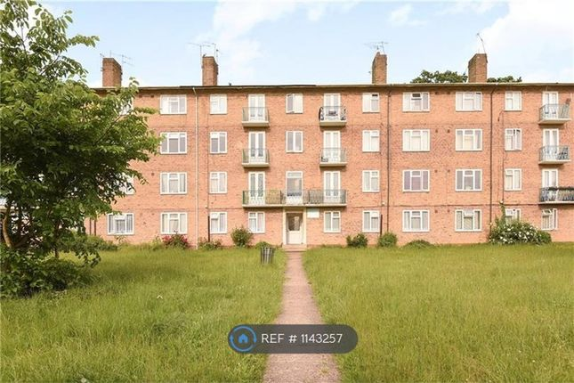 Thumbnail Flat to rent in Pinner Grove, London