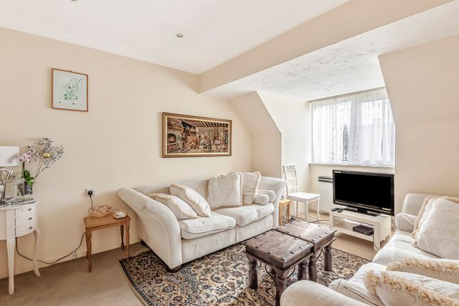 Flat for sale in Friern Watch Avenue, London