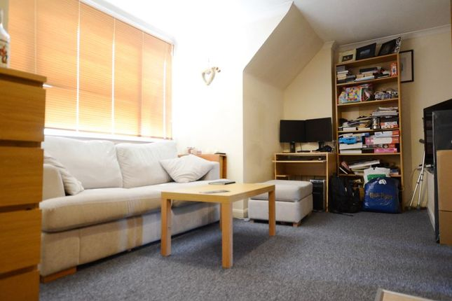 Thumbnail Flat to rent in White Hart Industrial Estate, London Road, Blackwater, Camberley