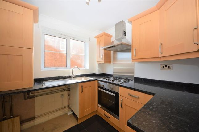 Thumbnail Flat to rent in Sandy Brow, Purbrook, Waterlooville