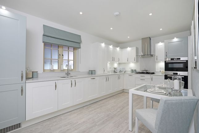 Thumbnail Flat for sale in Kings Road, Berkhamsted