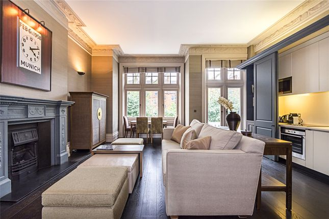 Thumbnail Flat for sale in Evelyn Gardens, London