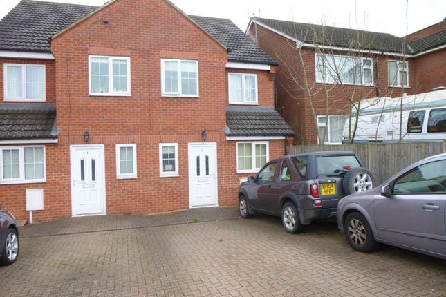 2 bed flat to rent in Addison Road, Bilton, Rugby