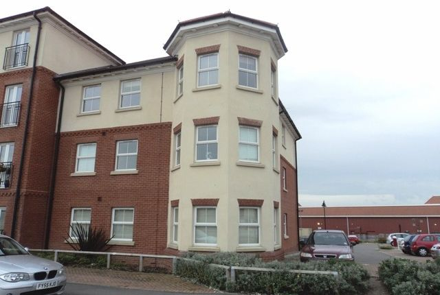 2 bed flat to rent in Carlton Boulevard, Lincoln