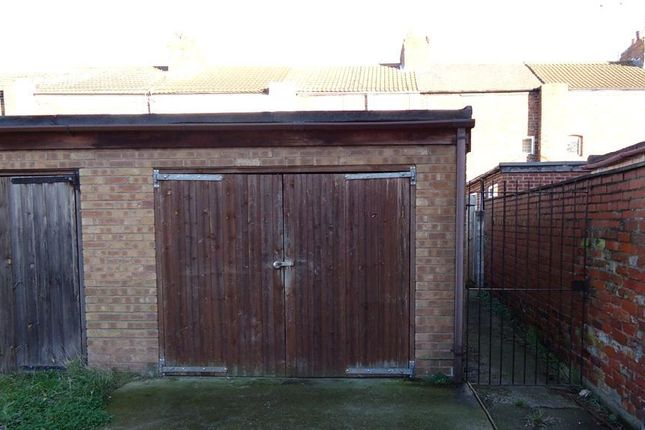 Parking/garage to rent in Severn Street, Hull