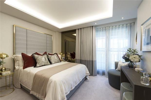 Master Bed of Kensington Gardens Square, Bayswater W2