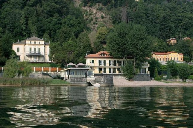 Apartment for sale in Waterfront Apartment, Meina, Lake Maggiore