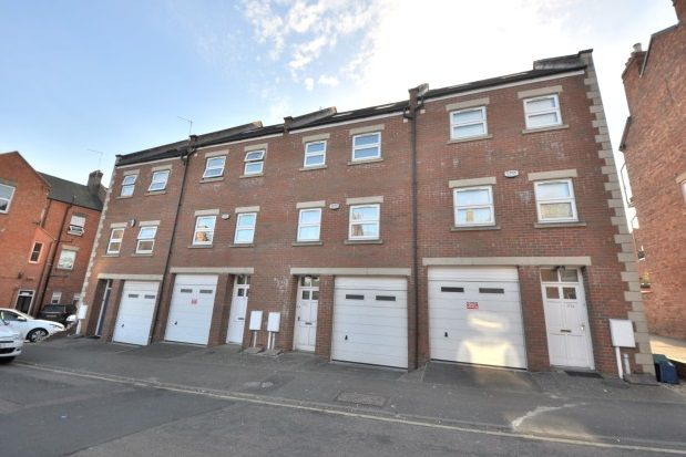 Thumbnail Town house to rent in Victoria Road, Town Centre