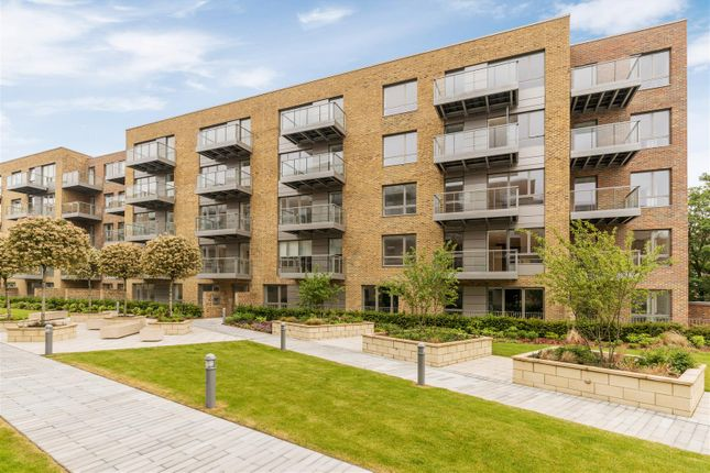 Thumbnail Flat to rent in Hamlet Court, Smithfield Square, Hornsey