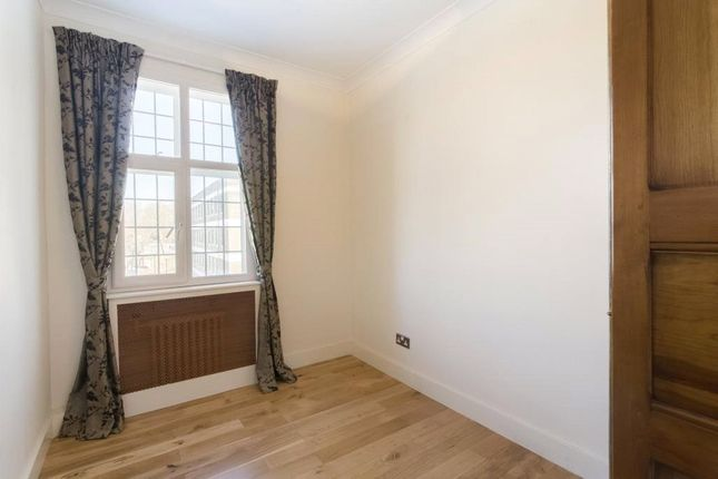Bedroom of Crompton Court, Brompton Road, London SW3