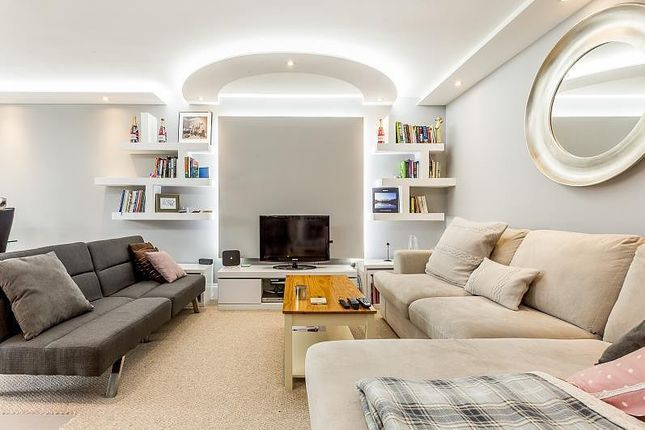 3 bed flat for sale in Warwick Drive, Putney SW15