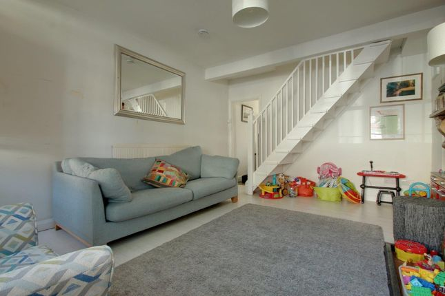 Thumbnail Terraced house to rent in Ringslade Road, Woodgreen