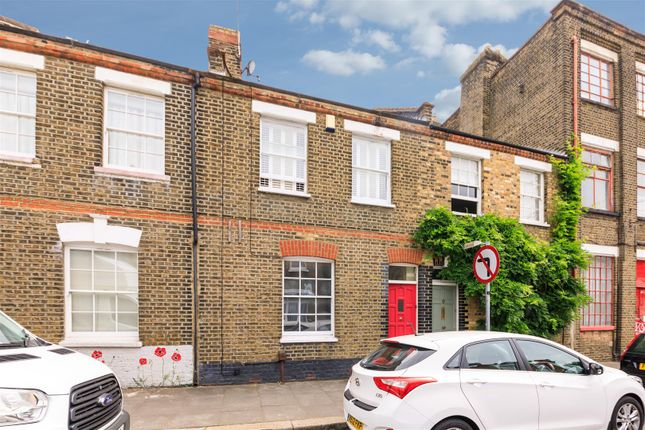 Thumbnail Terraced house to rent in Hague Street, London