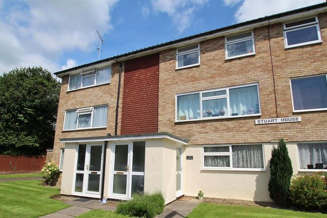 2 bed flat for sale in Stuart House, York Close, Horsham