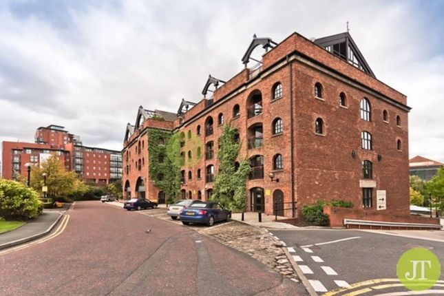 Thumbnail Flat for sale in Castle Quay, Manchester