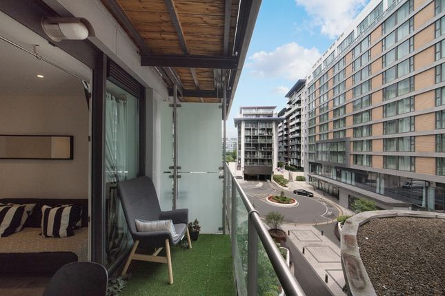 1 bed flat for sale in Lanson Building, Queenstown Road SW11