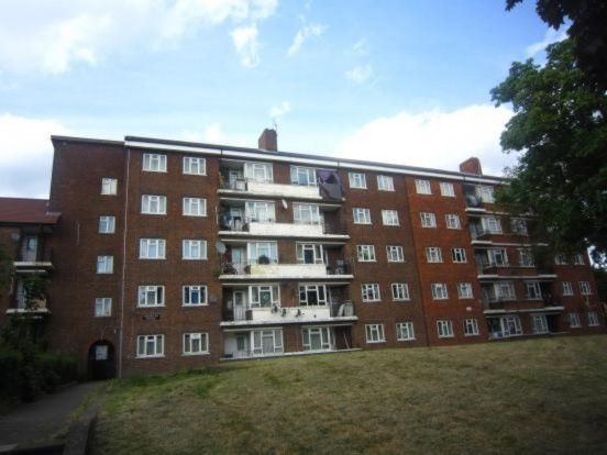 3 bed flat to rent in Rideout Street, London