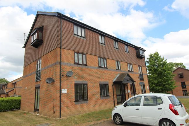 Thumbnail Flat to rent in Woodfall Drive, Crayford, Dartford