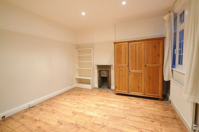3 bed maisonette to rent in Cannon Hill, Southgate