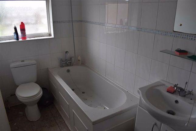 Bathroom of Dale Close, Swansea SA5
