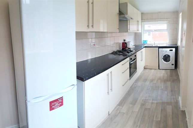 Thumbnail Semi-detached house to rent in Kinburn Avenue, West Disbury, Manchester