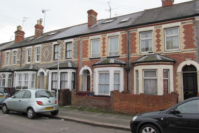 6 bed terraced house to rent in Grange Avenue, Reading
