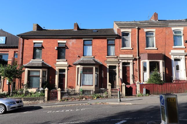 5 bed terraced house to rent in Montague Street, Blackburn BB2