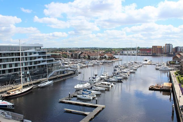 Thumbnail Flat for sale in Maritime Walk, Southampton