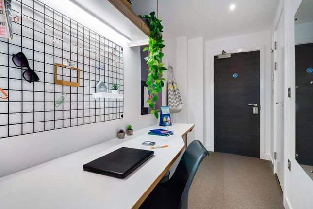 Flat to rent in Magdalen Street, Colchester