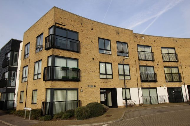 Thumbnail Flat for sale in Southfields House, 5 Southfields Green, Gravesend, Kent