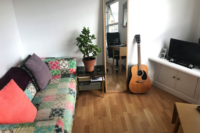 Thumbnail Flat to rent in Battersea High Street, Battersea