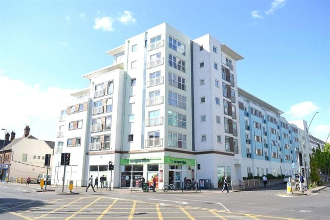 2 bed flat to rent in Hudson House, Station Approach, Epsom, Surrey KT19