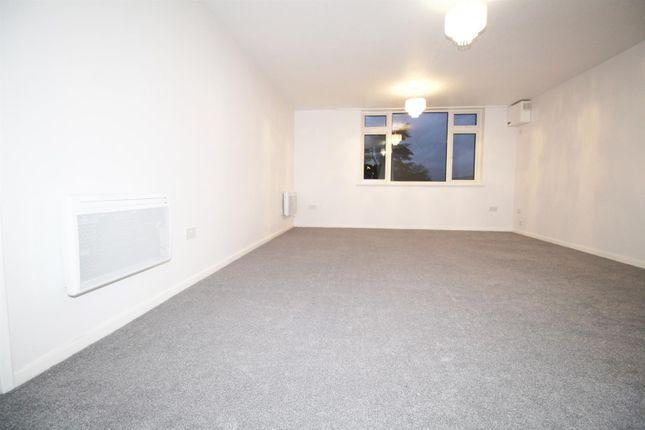 Thumbnail Flat to rent in Boreham Holt, Elstree, Borehamwood