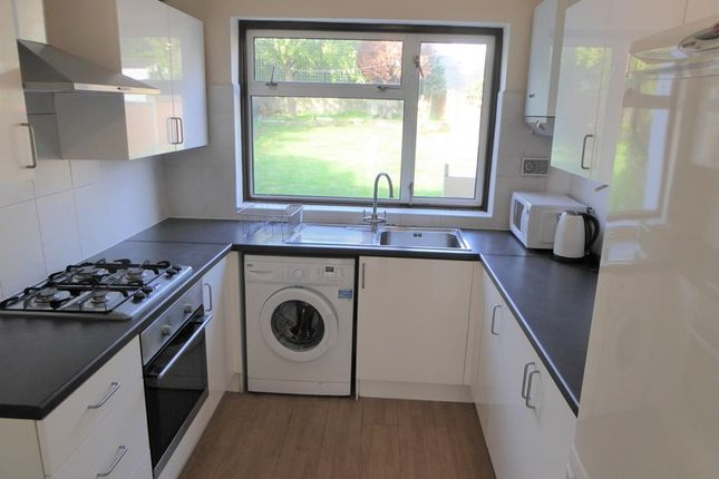 4 bed semi-detached house to rent in Aprey Gardens, London