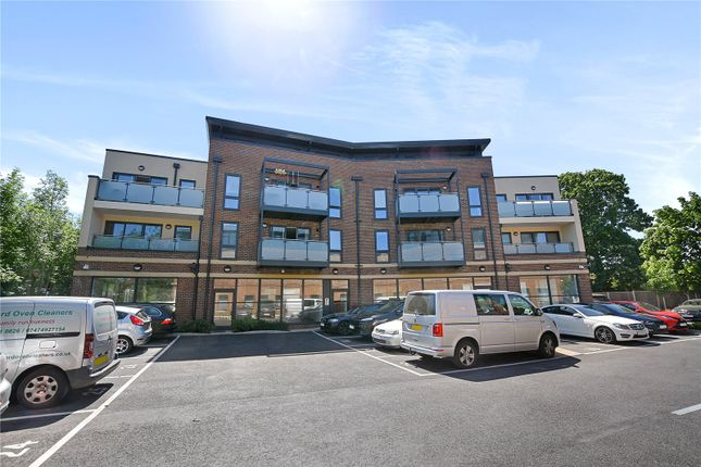 1 bed flat to rent in Metro House, 203 Pinner Road, Northwood, Middlesex HA6