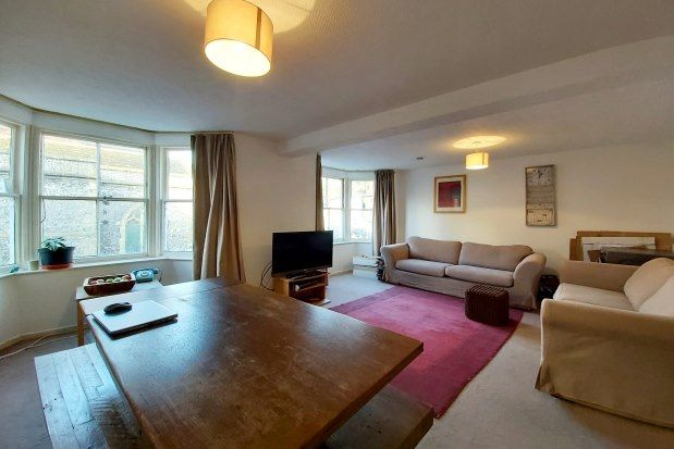 2 bed flat to rent in Cliffe High Street, Lewes BN7